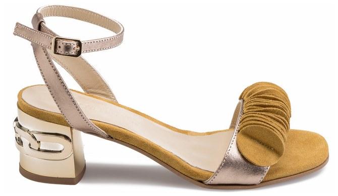 Guliver sandale na petu u senf žutoj nijansi s metalnim remenčićima na potpetici | Cijena: 690 kn