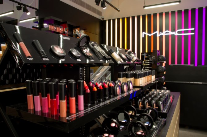 mac cosmetics the marketing mix essay The major player in cosmetics that spontaneously comes to my mind is mac, which is an internationally acclaimed name in this industry they have a number of pricing practices – – value-in-use premium pricing strategy where they consider consumer benefit is greater than the cost.