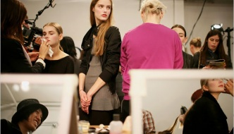 U backstageu New York Fashion Weeka