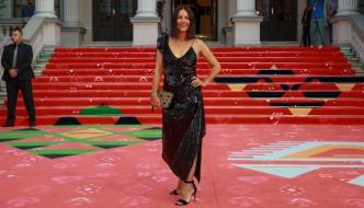 Kako Danieli Trbović stoji mala crna haljina branda Pinko?
